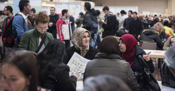 ترحيل لاجئين إلى سوريا
